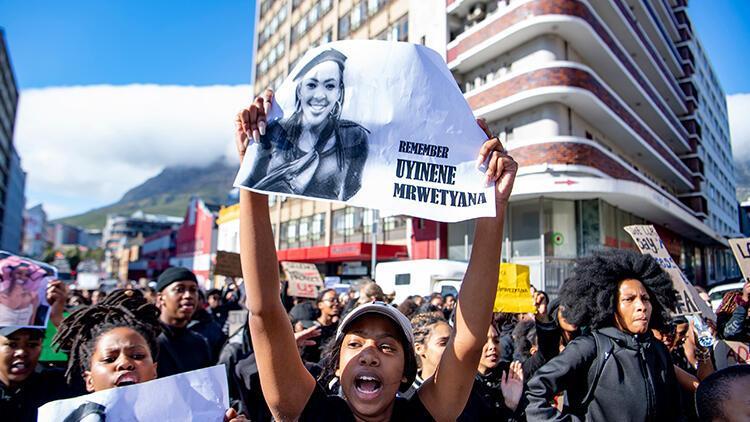 Güney Afrika'da binlerce kadın parlamentoya yürüdü, olağanüstü hal ilan edilmesini istedi