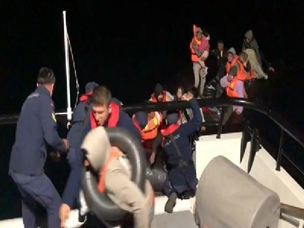 Edirne'de lastik botta 40 kaçak göçmen yakalandı
