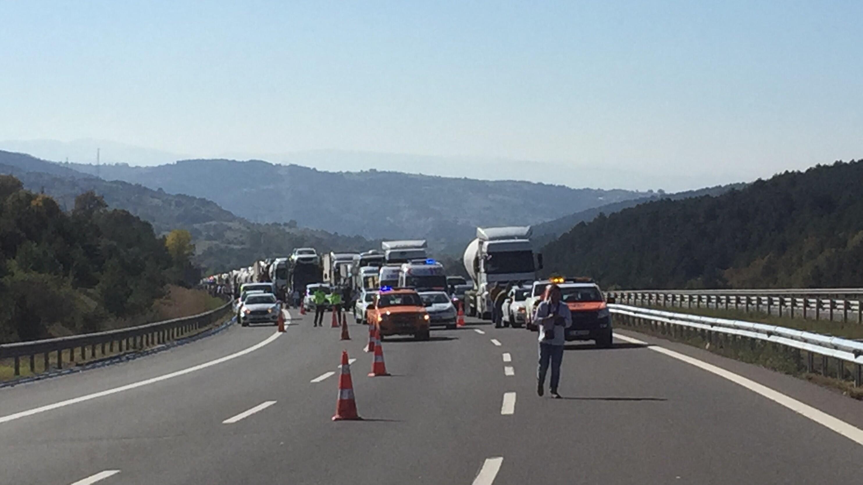 Son dakika... TIR yandı, otoyol Ankara yönünde ulaşıma kapandı