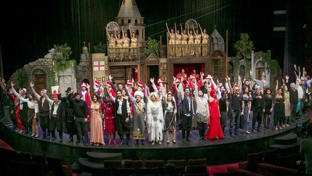 110 kişilik dev kadro! Ustalar 'Pera  Müzikali'nde