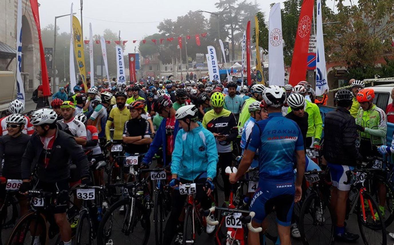 11. Cumhuriyet Kupası Bisiklet Yol Yarışı başladı
