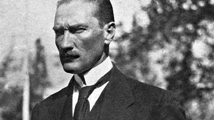 Atatürk ata yaka