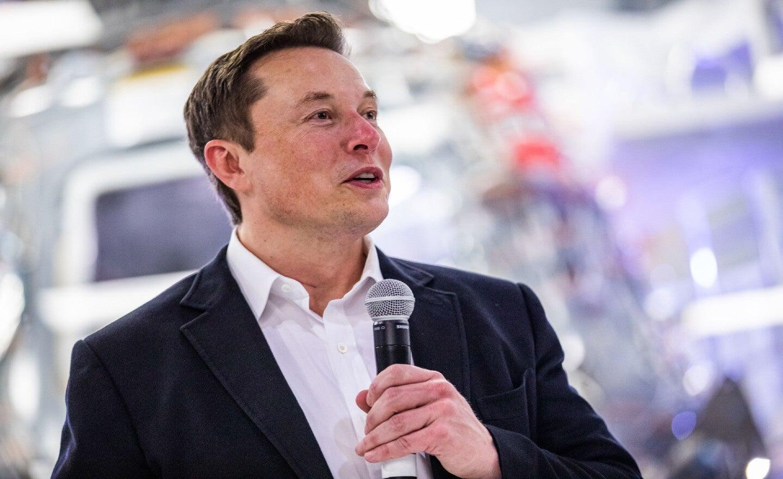 Elon Musk koronavirüs salgınını 'ciddiye almamakla' eleştirildi 1