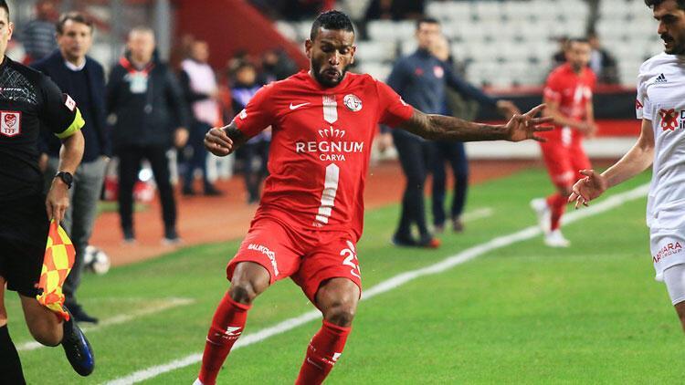 Antalyasporlu Charles karantina sebebiyle Türkiye'ye dönemedi! 1