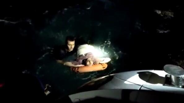 Mehmetçik bir saniye düşünmeden denize atlayıp böyle kurtardı
