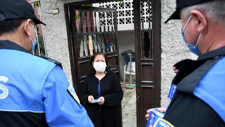 Polis, kapı kapı dolaşıp uyardı! Koronavirüs aşısı yalanı...