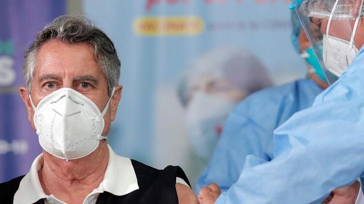 Peru'da ilk koronavirüs aşısı bir doktora yapıldı