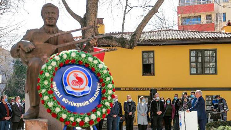 Halk Ozanı Özay Gönlüm, ölümünün 21'nci yılında törenle anıldı