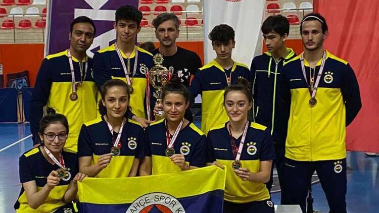 Masa tenisinde Süper Lig'de hem erkekler hem de kadınlarda şampiyon Fenerbahçe oldu