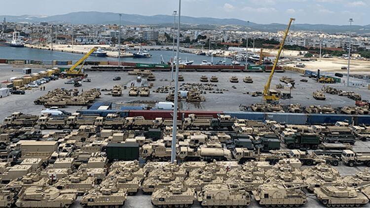 Lieferungen von Hunderten von Panzern und gepanzerten Fahrzeugen aus den USA nach Alexandroupoli