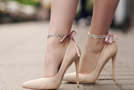 Topuklu Ayakkabı Sebep Oluyor: Halluks Valgus