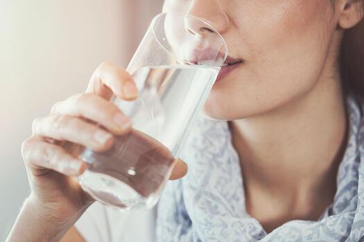 Yetersiz su tüketimi böbrekleri etkiliyor