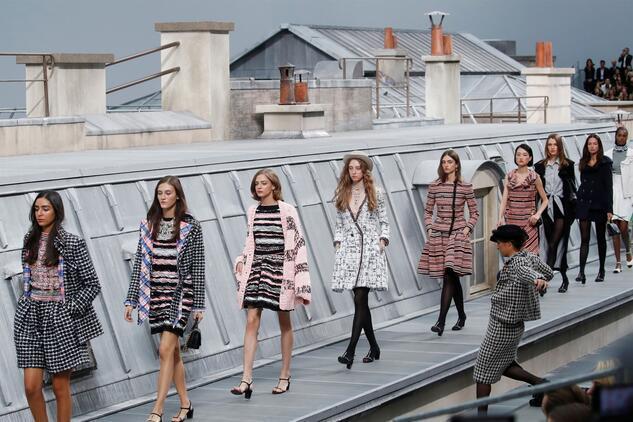 Paris Moda Haftası Podyumunda Sürpriz Ziyaret