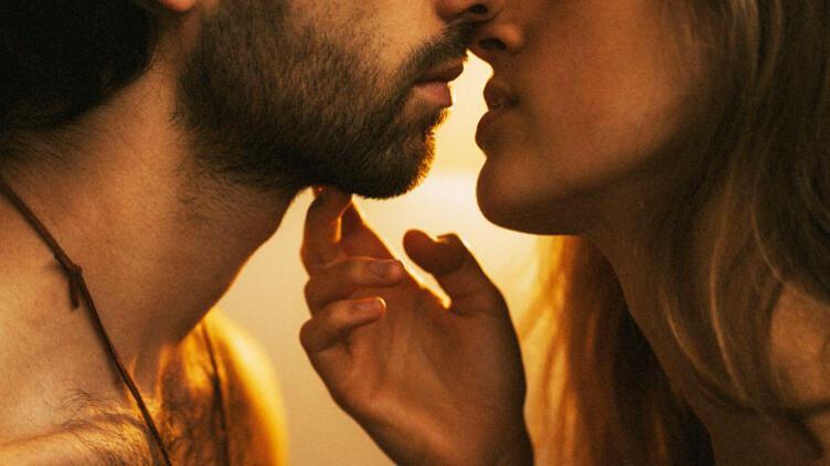 Aranızda Cinsel Çekim Var mı Yok mu? İpuçlarını Takip Edin!