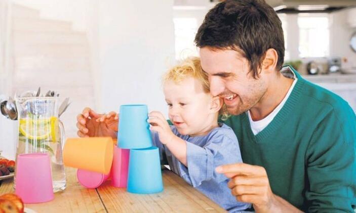 Çocukla hangi dönemde nasıl oyunlar oynamalı?