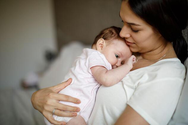 Bebekler anne sütü ile daha iyi gelişiyor