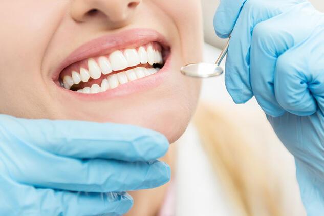 Diş eti çekilmesi neden olur? Nasıl tedavi edilir?