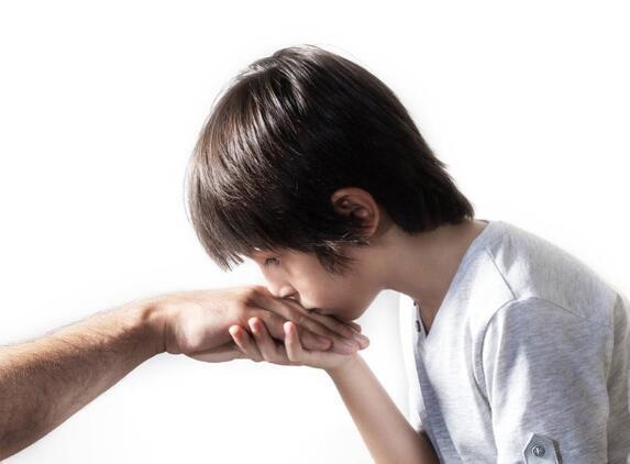 Bilim Kurulu Üyesi Taşova: Bayramda el öptürülürse hijyene dikkat etmeli