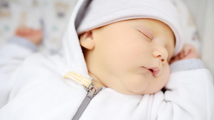 Yenidoğan bebeklerde sarılık neden olur ve belirtileri nelerdir?