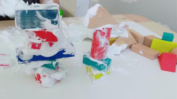Okul öncesi etkinlik: Tıraş köpüğüyle duyusal oyun