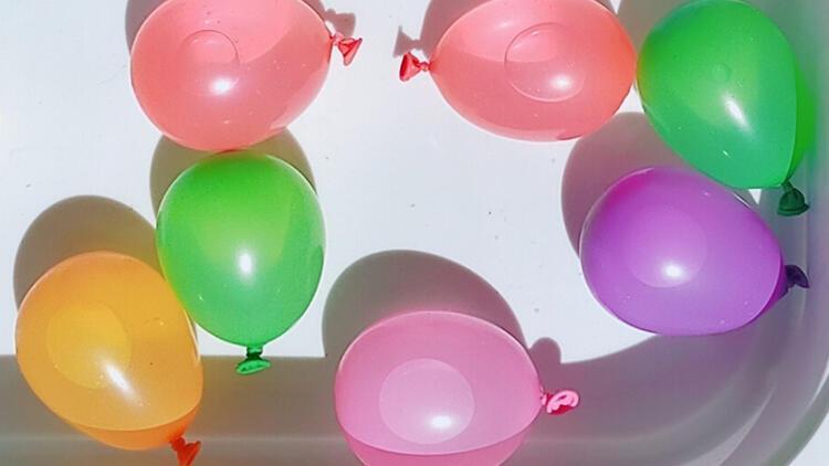 Su balonu ile eğlence