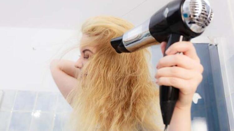 Saç Kuruturken Bu Hataları Yapmayın!