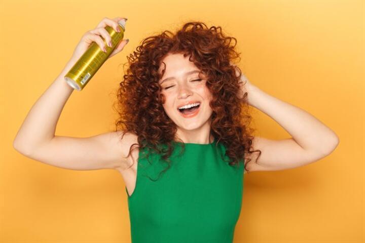 Yazın Saçınızı Şekillendirmek İçin Hazırlayacağınız Saç Spreyi