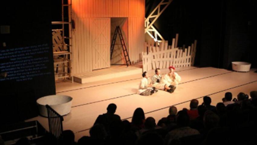 İngilizce altyazılı tiyatro