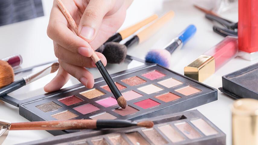 Makyaj Yaparken En Sık Yapılan Hatalar