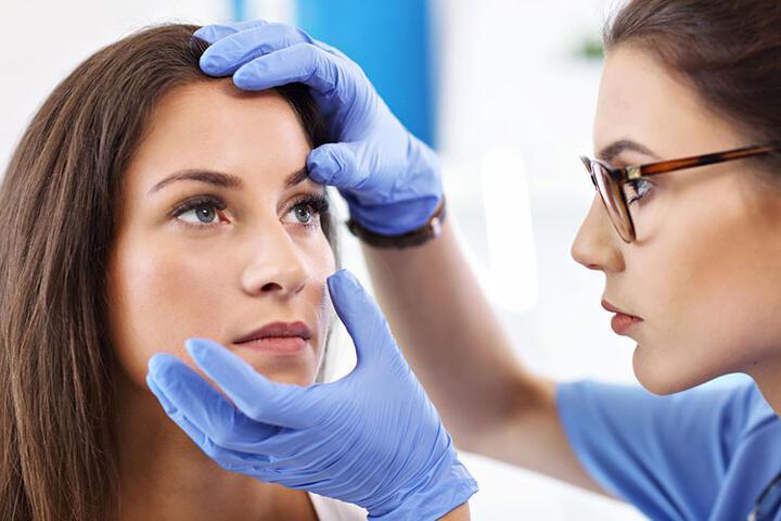 Göz yaşı kanal tıkanıklığı nedir? Belirtileri ve tedavi yöntemleri nelerdir?