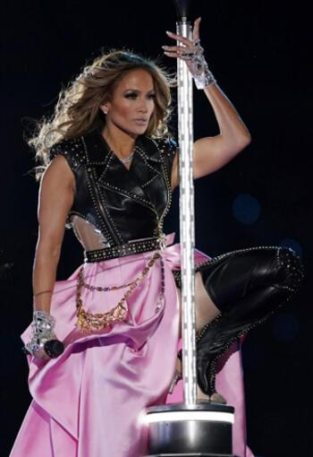Jennifer Lopez'in Super Bowl 2020 Kıyafetleri