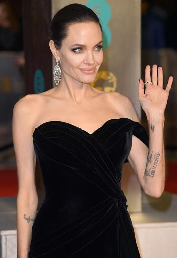 Angelina Jolie'nin 6 Güzelik İmzası