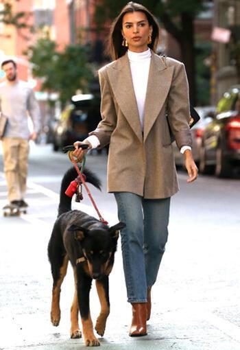 Emily Ratajkowski'den Blazer Ceket Giyme Dersleri