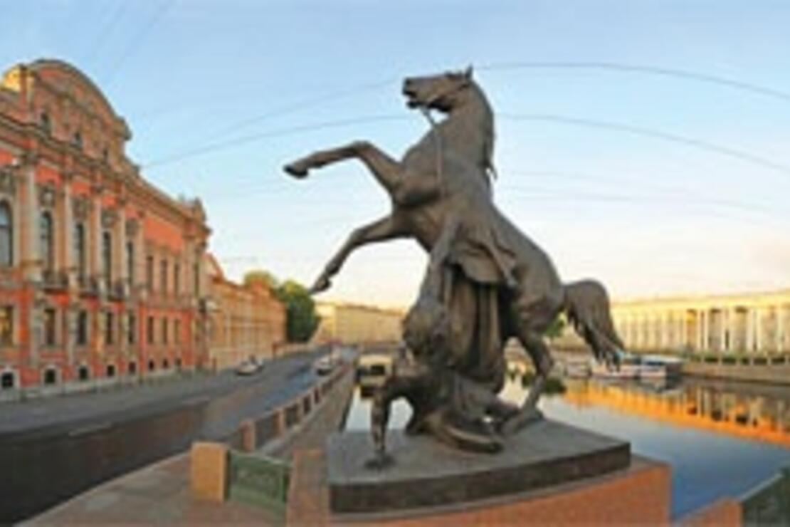 Aniçkov Köprüsü'nden St. Petersburg