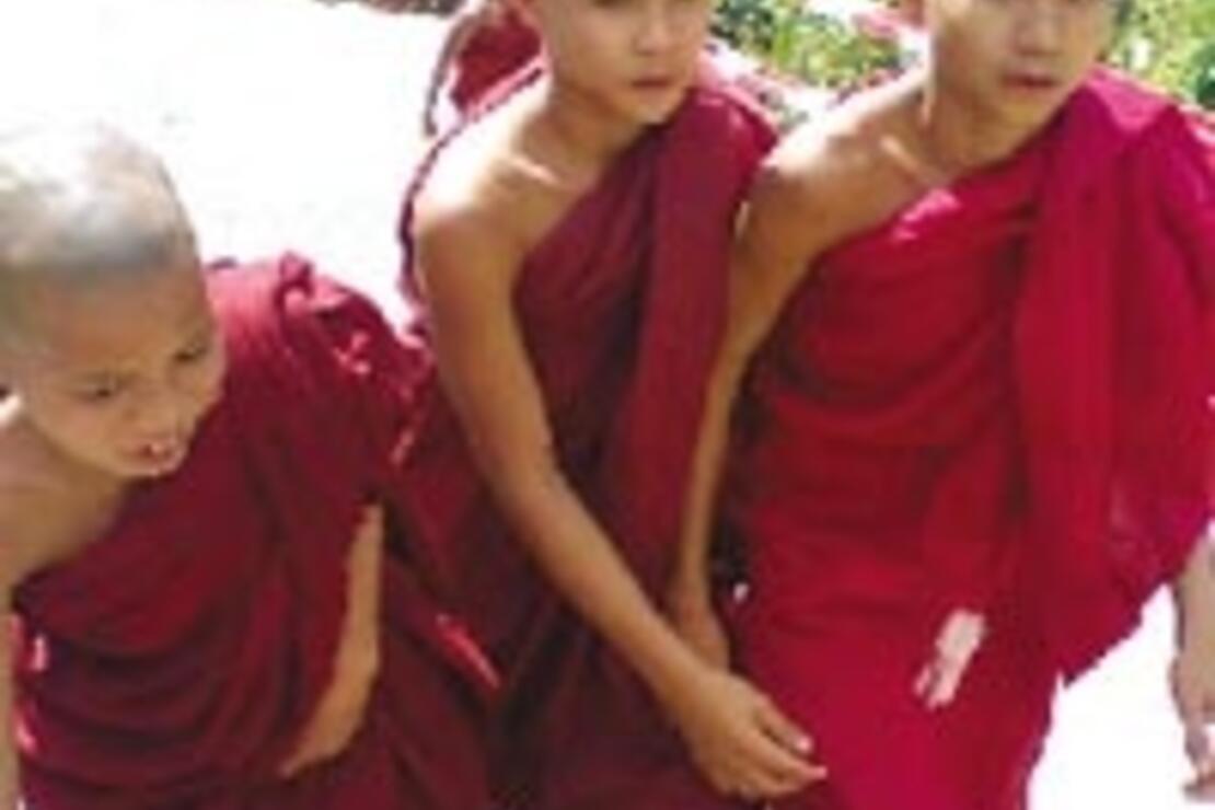 Tapınakları altın kaplı, şehirlerde sefalet dizboyu Myanmar