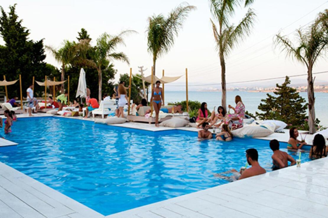 2014 Çeşme rehberiniz 'beach'ler, restoranlar, şarkılar