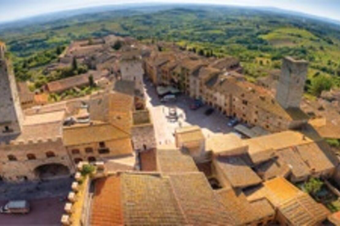 San Gimignano'da saatler durmuş