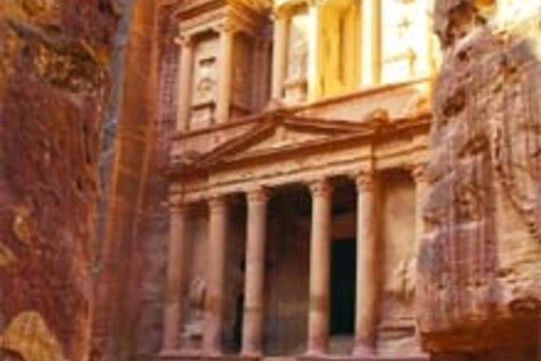 Gül renkli kayalar, taşa oyulmuş mabetler ülkesi