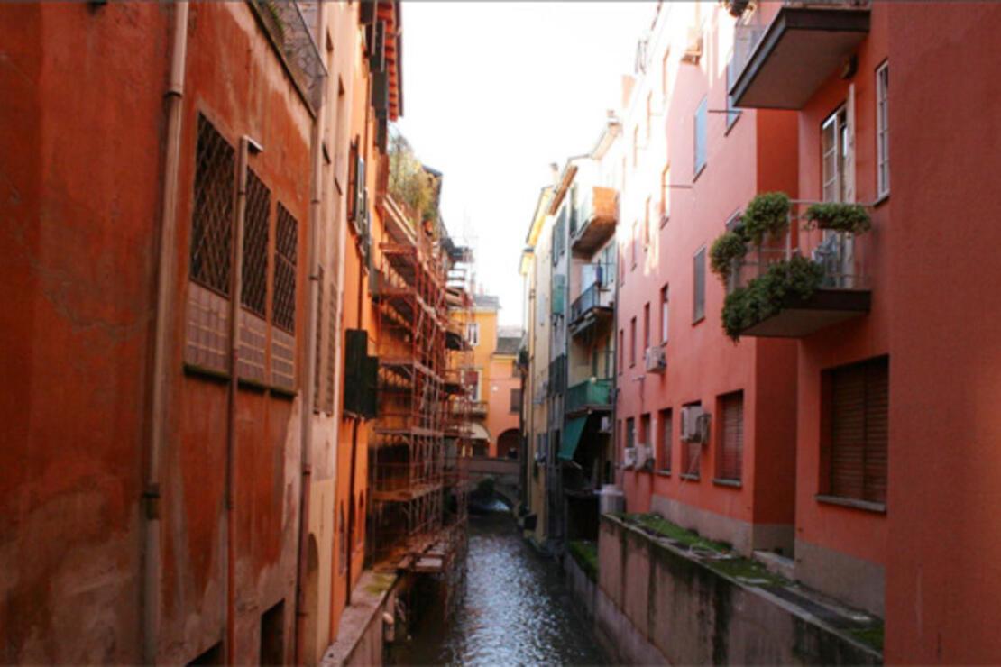 Nam-ı diğer kızıl şehir Bolonya