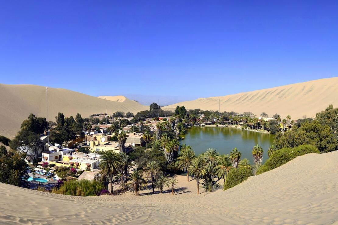 Çölün ortasında bir vaha köyü: Huacachina