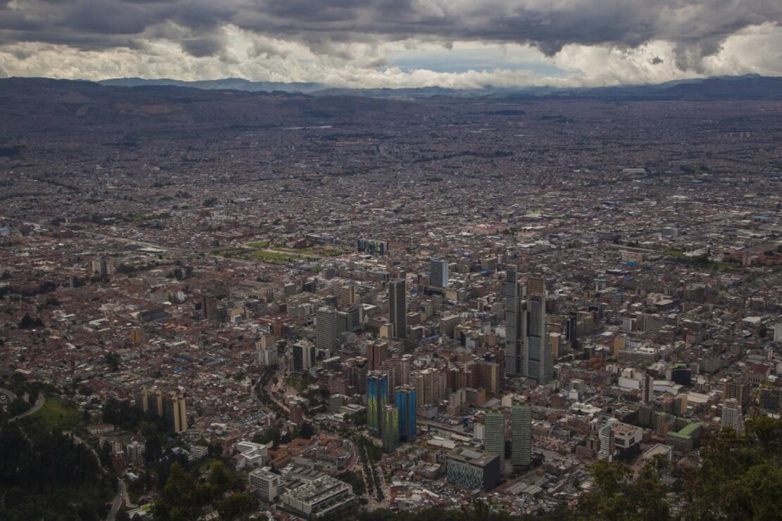 Bogota'da korumalarla turlama