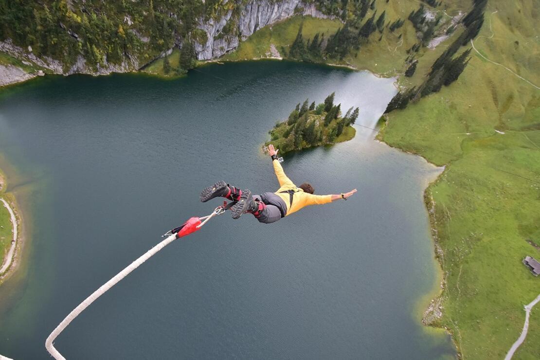 134 metreden küçük bir göle niye atladım?