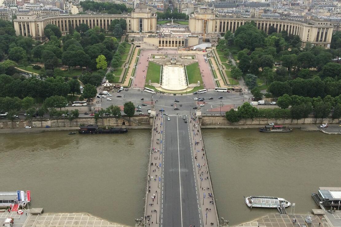 Filmlerle başlayan, kendisiyle devam eden Paris aşkı