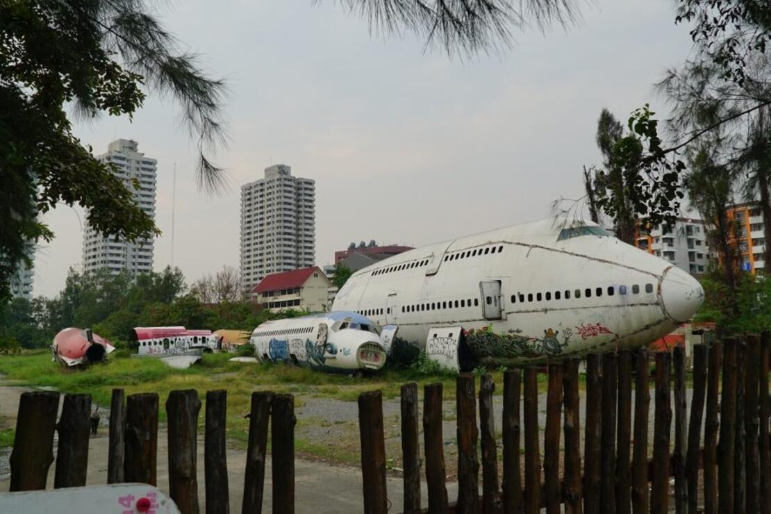 Uçak mezarlığının içinde sıra dışı hayat