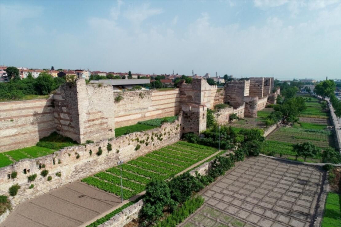 İstanbul'un zamana direnen tarihi surları