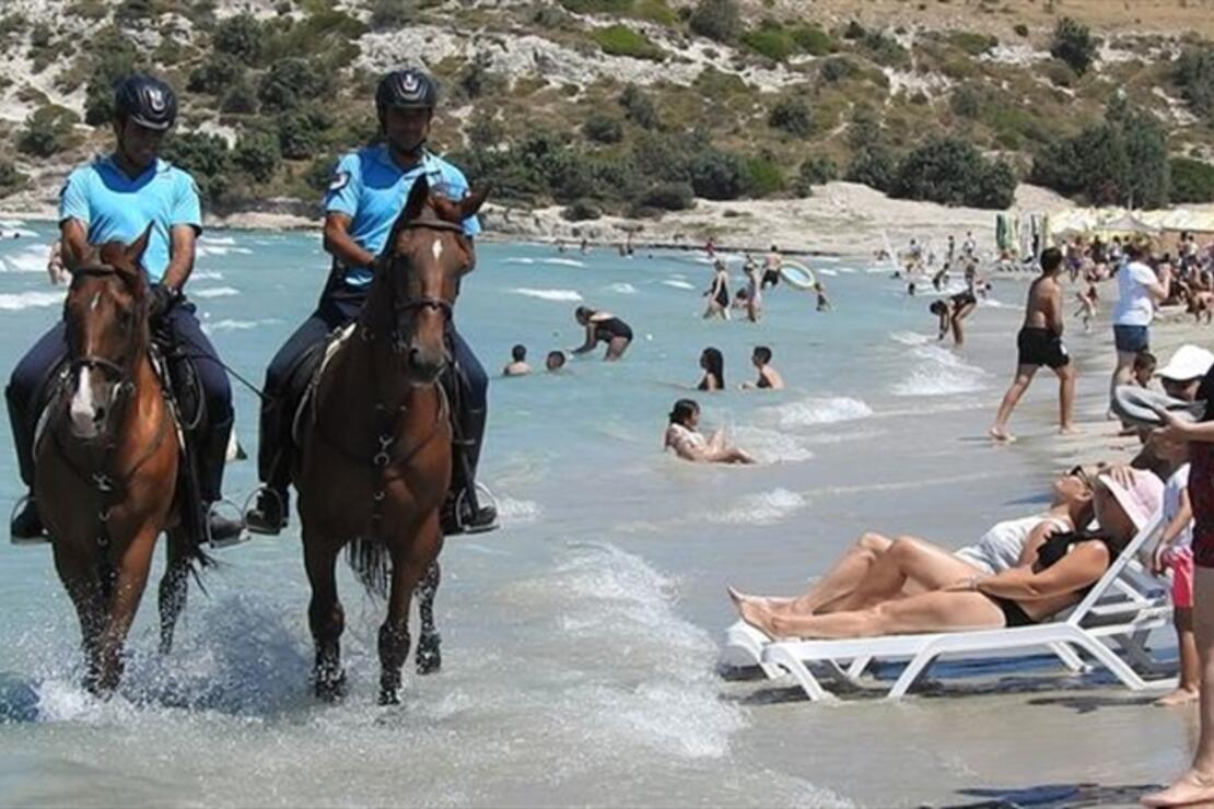 Atlı jandarma Çeşme'de göreve başladı