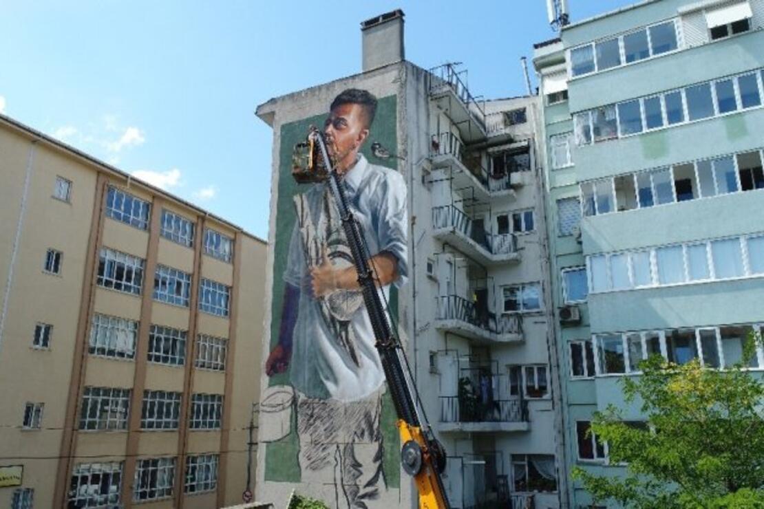 Kadıköy'deki dev duvarlar görenleri kendine hayran bırakıyor