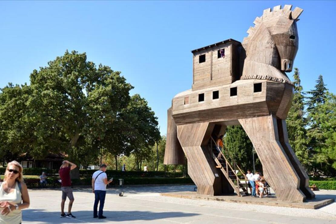 Troya 2 bin 500 yıl önce de turistlerin gözdesiydi