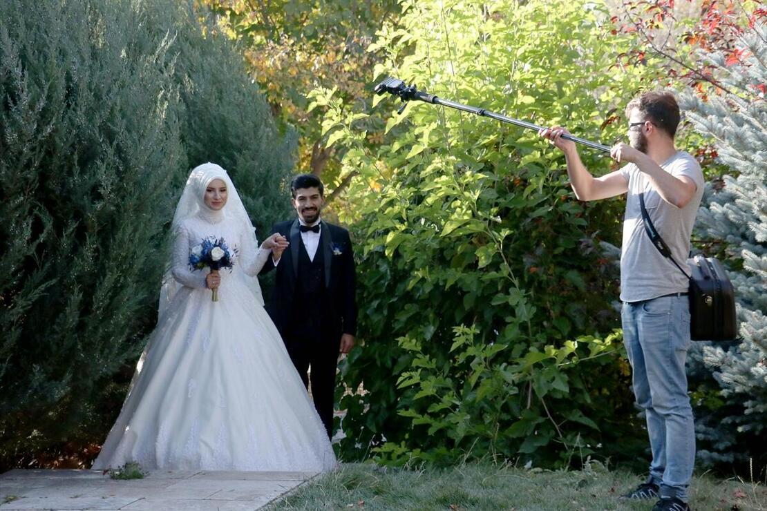 Botanik park evlenecek çiftlerin 'fotoğraf stüdyosu' oldu