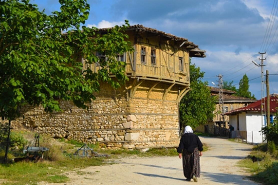 Bilecik'in Yörük köyündeki eski evler turizme kazandırılacak